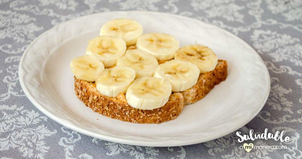Pan con mantequilla de cacahuate y plátano super saludable