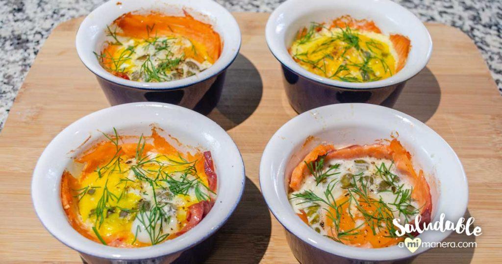 Huevos horneados con salmón ahumado