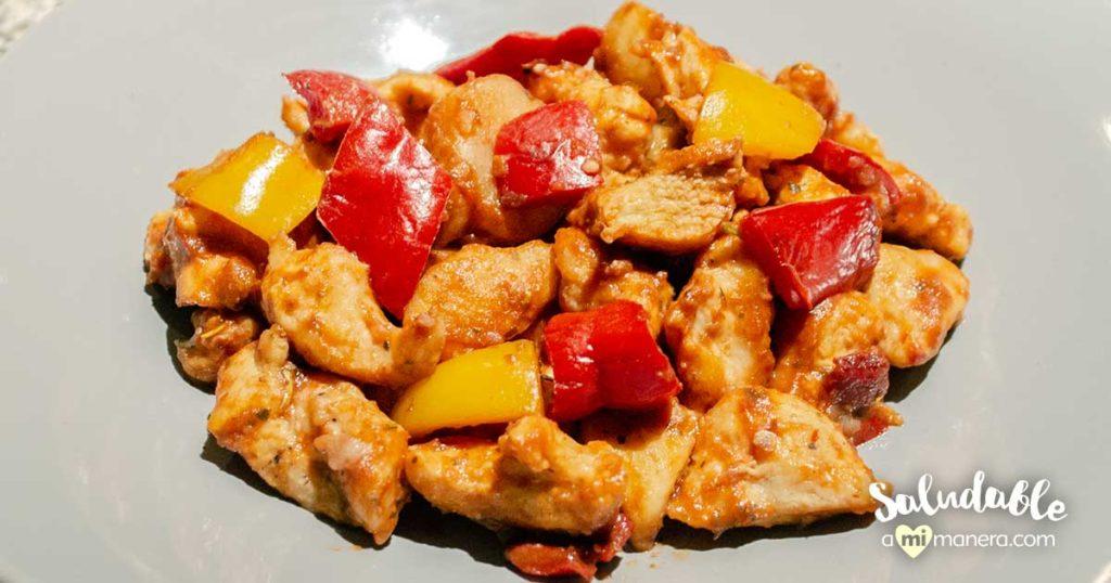 Pollo con papas y pimientos estilo italiano