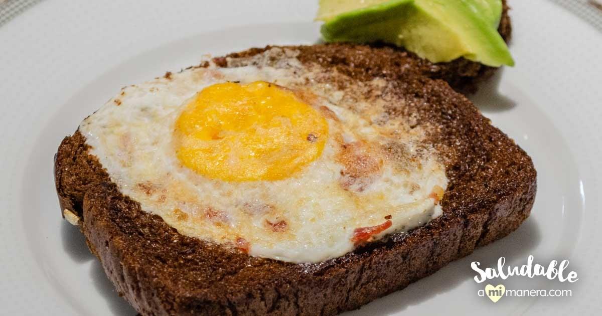 Huevos En Canasta Con Pan De Centeno