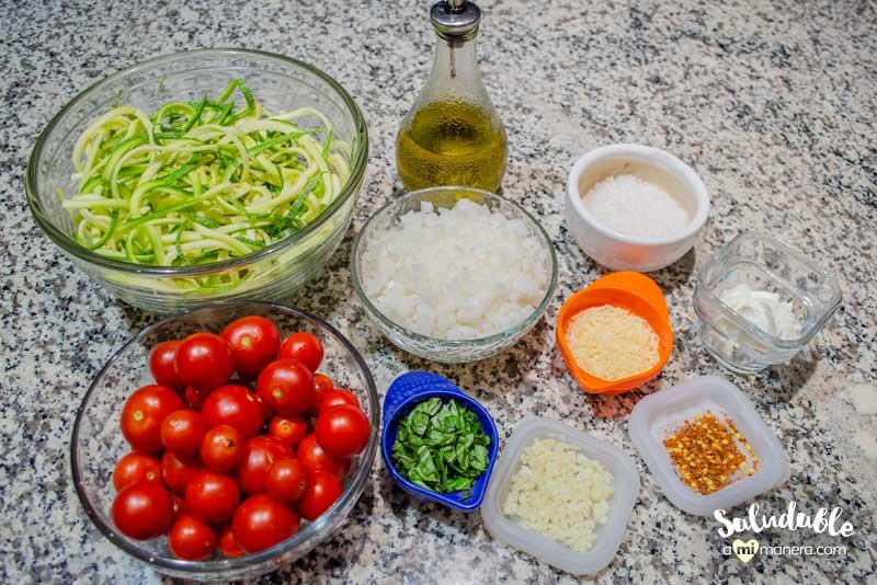 Espagueti de calabacita tomate y albahaca
