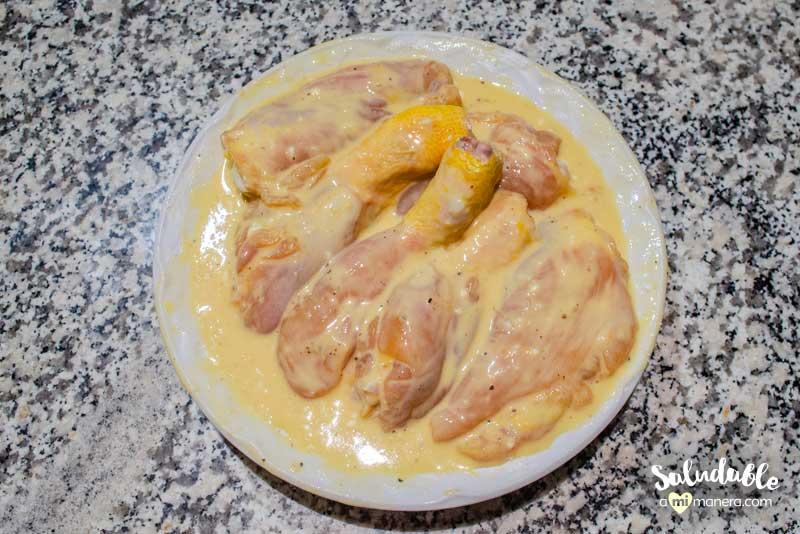 Pollo empanizado al horno mezcla de huevo